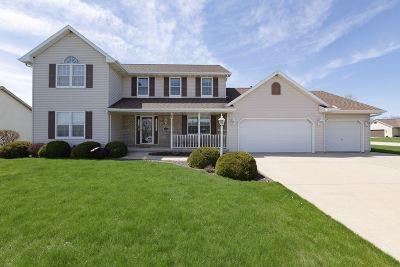De Pere Single Family Home Active-No Offer: 1356 Crystal Rock