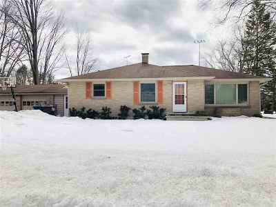 Pulaski WI Single Family Home Active-Offer No Bump: $125,000