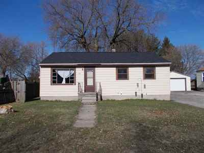 Menominee Single Family Home Active-No Offer: 4017 18th