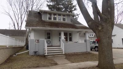 Kaukauna Single Family Home Active-No Offer: 610 Desnoyer