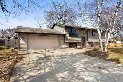 Menasha Single Family Home Active-Offer No Bump: 1132 Deerfield