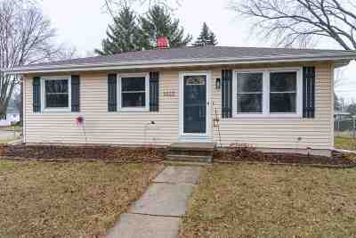Neenah Single Family Home Active-No Offer: 1022 Green Acres