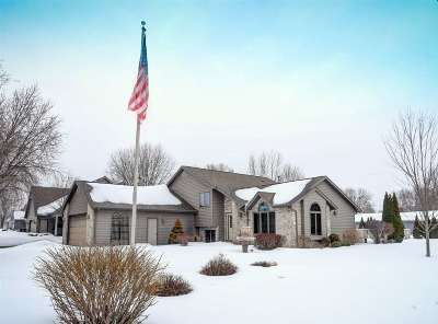Menasha Single Family Home Active-Offer No Bump: 1161 Sterling Heights
