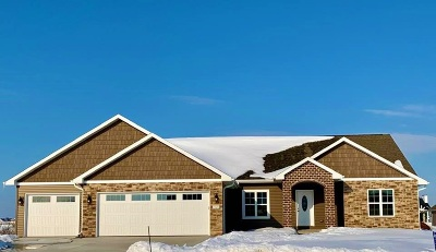 De Pere Single Family Home Active-Offer No Bump-Show: 1020 Cider