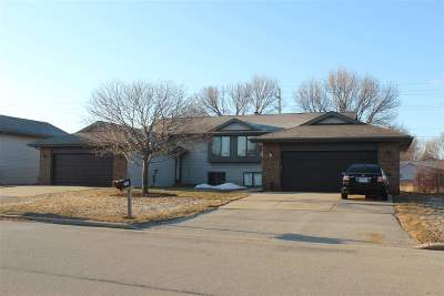 Appleton Multi Family Home Active-Offer No Bump: 2731 W Glenpark