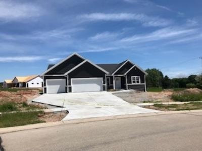 Green Bay Single Family Home Active-No Offer: 2510 Moose Creek