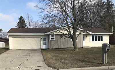 Pulaski WI Single Family Home Active-Offer No Bump: $139,900