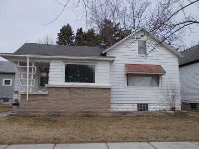 Marinette Single Family Home Active-No Offer: 932 Elizabeth
