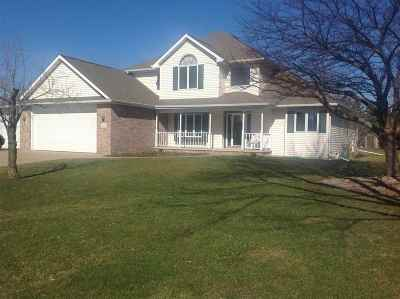 Neenah Single Family Home Active-No Offer: 2202 W Prairie Creek