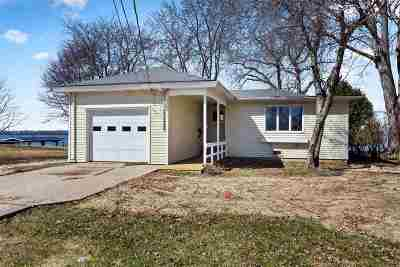 Menasha Single Family Home Active-Offer No Bump: 644 Lakecrest
