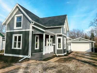 De Pere Single Family Home Active-No Offer: 520 N Michigan