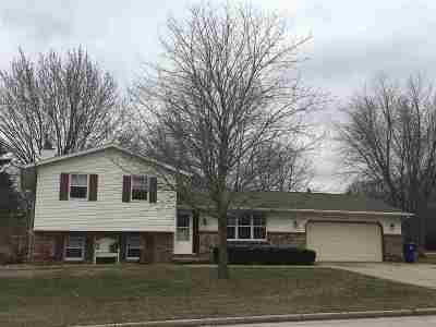 Pulaski WI Single Family Home Active-Offer No Bump: $179,900