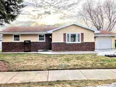 Little Chute Single Family Home Active-Offer No Bump: 1127 Roosevelt