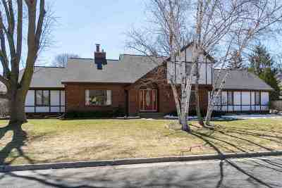 Menasha Single Family Home Active-Offer No Bump: 1205 Greendale