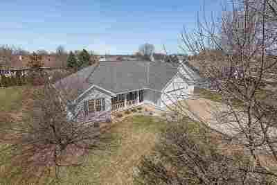 De Pere Single Family Home Active-Offer No Bump: 1380 Swan Ridge