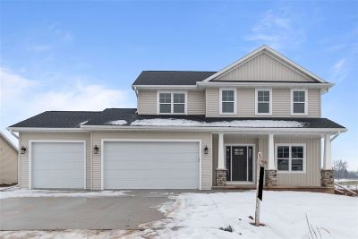 De Pere Single Family Home Active-No Offer: 1129 Applewood
