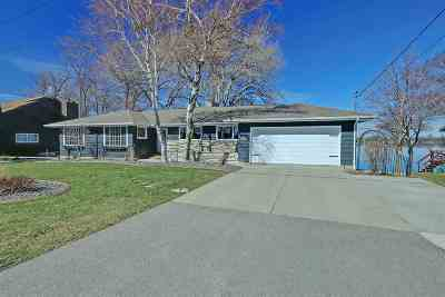 Menasha Single Family Home Active-Offer No Bump: 1100 Lakeshore