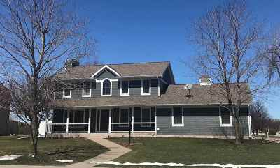 Marinette Single Family Home Active-Offer W/Bump-Show: 1120 Prairie