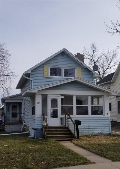 Appleton Single Family Home Active-Offer No Bump-Show: 909 W Lawrence