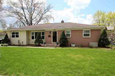 De Pere Single Family Home Active-No Offer: 1426 Mayfair
