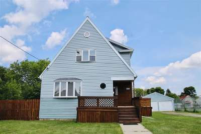 Neenah Single Family Home Active-No Offer: 320 E Franklin