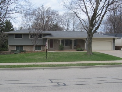 Little Chute Single Family Home Active-Offer No Bump: 1402 E Lincoln