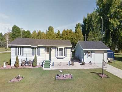 Shawano Single Family Home Active-No Offer: W5088 Highland