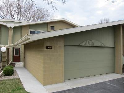 Appleton Condo/Townhouse Active-No Offer: 1239 W Nicolet Cercle