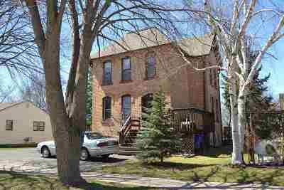 Kaukauna Multi Family Home Active-No Offer: 819 Blackwell