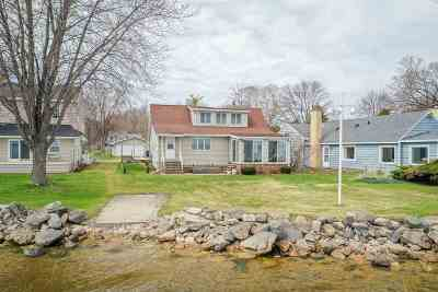 Neenah Single Family Home Active-No Offer: 624 Hunters Point
