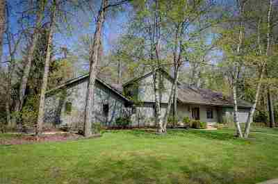 Neenah Single Family Home Active-No Offer: 2428 Woodland