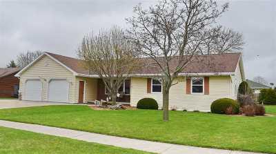 De Pere Single Family Home Active-Offer No Bump: 1183 Meadow View