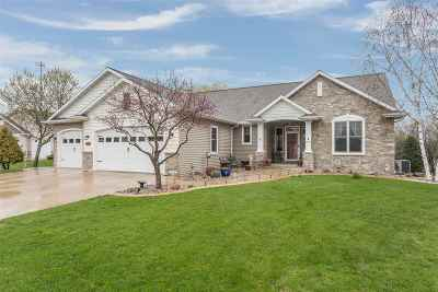 Neenah Single Family Home Active-Offer No Bump: 1516 Kingswood
