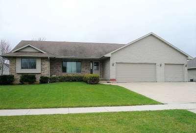 De Pere Single Family Home Active-Offer No Bump: 325 Waterview
