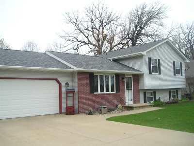 Oshkosh Single Family Home Active-No Offer: 1471 Wheatfield