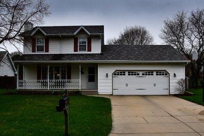 De Pere Single Family Home Active-Offer No Bump: 707 Red Cedar