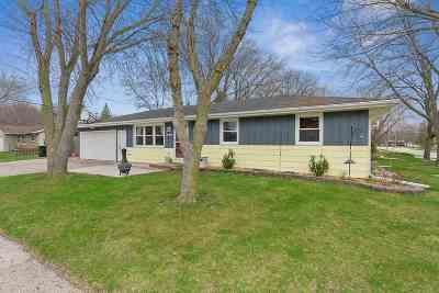 De Pere Single Family Home Active-Offer No Bump: 1109 Outward
