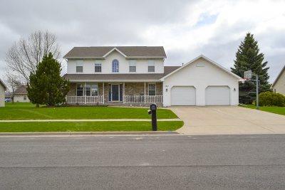 De Pere Single Family Home Active-No Offer: 1251 Rita