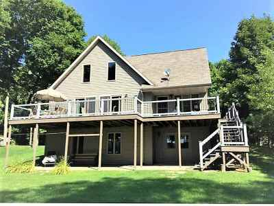 Oconto County Single Family Home Active-Offer No Bump: 9445 N Kelly Lake