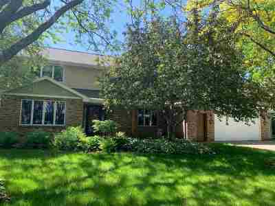 Neenah Single Family Home Active-No Offer: 757 Yorkshire