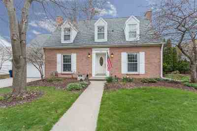 Menasha Single Family Home Active-Offer No Bump: 552 Riverway
