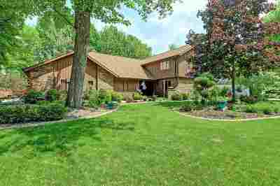 Neenah Single Family Home Active-No Offer: 2426 Forest Manor