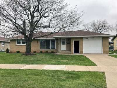 Menasha Single Family Home Active-Offer No Bump: 1108 De Pere