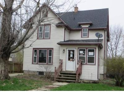 Neenah Single Family Home Active-No Offer: 411 Adams