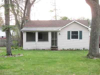 Green Bay Single Family Home Active-No Offer: 1434 Wiesner