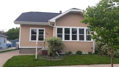 Oshkosh Single Family Home Active-No Offer: 916 Otter