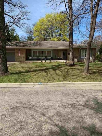De Pere Single Family Home Active-No Offer: 841 W St Francis