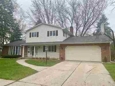 De Pere Single Family Home Active-No Offer: 1620 Willard