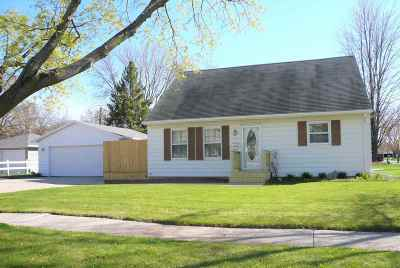 De Pere Single Family Home Active-No Offer: 1504 Cook