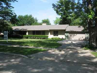 Oshkosh Single Family Home Active-No Offer: 1112 Oak